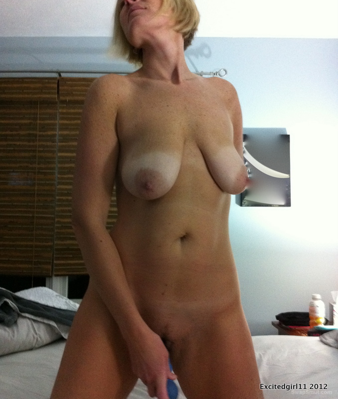 Smooth Milf pussy massage she loves to be watched and be seen