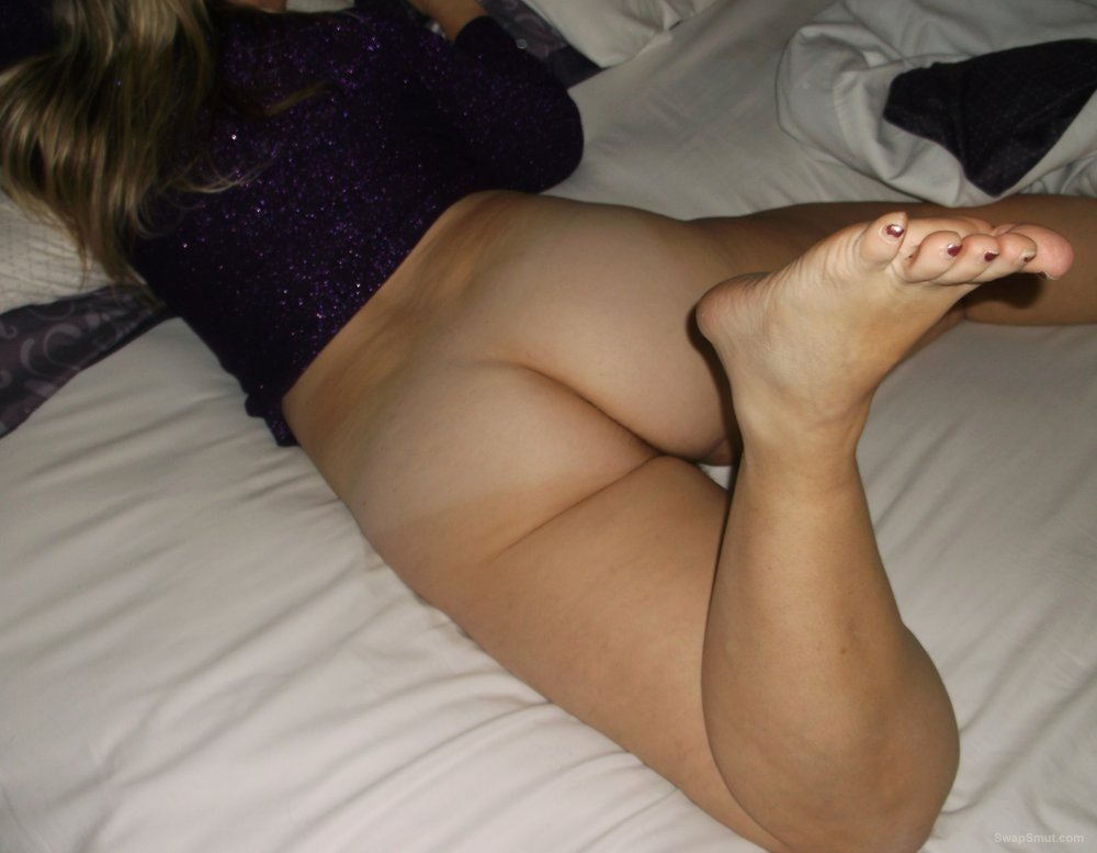 Wifes Hot Milf Ass And Sexy Foot Need Love and Lotion