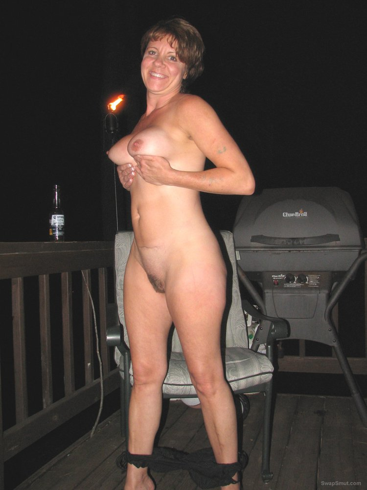 A stunning Gilf showing off her hot body sex outdoors on the patio