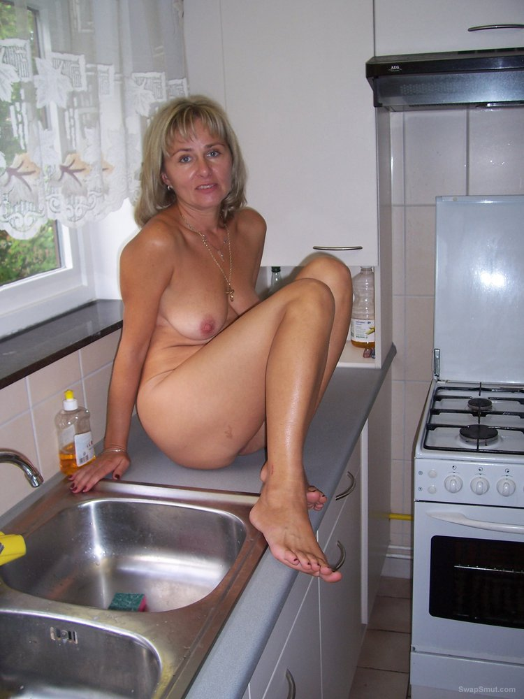 Blonde mom rewarding the gas man with payment in kind