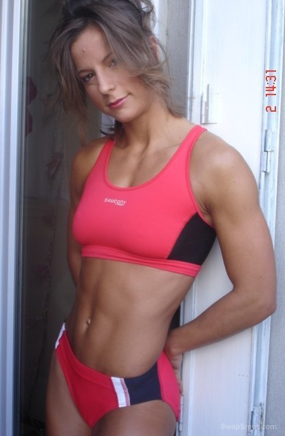 a hot welcome to sexy SARAH athlete and body builder