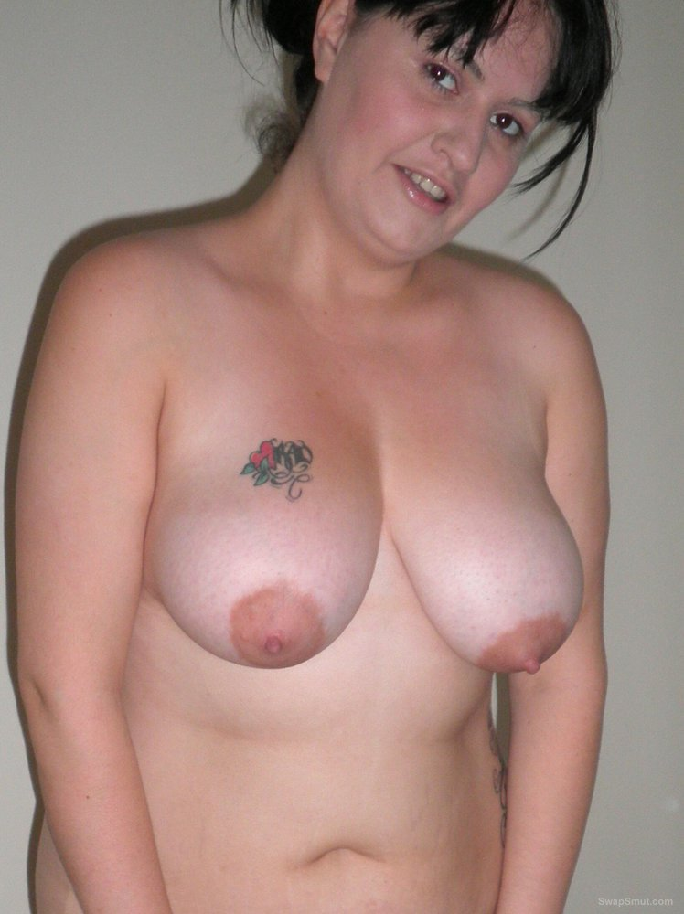 A lovely geordie MILF that just loves to show off to the camera