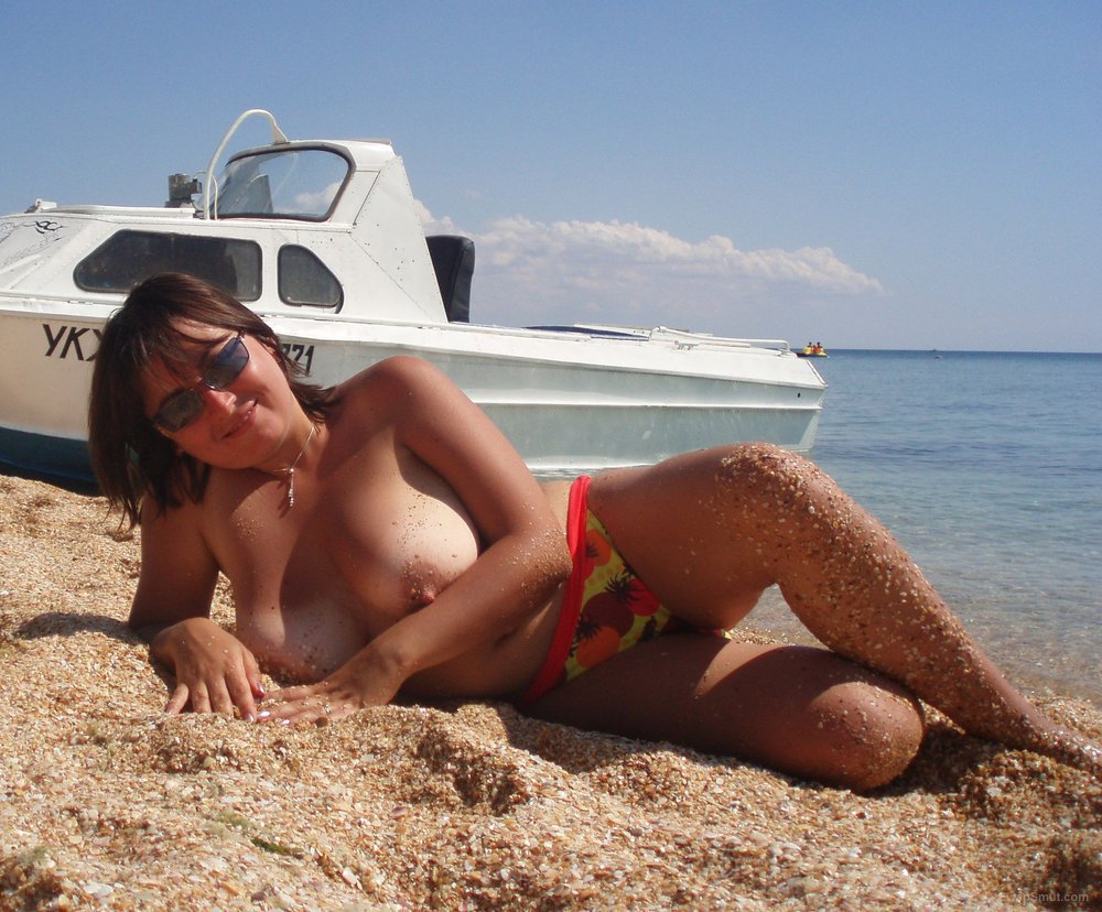 Stunning milf shares some of her getaway snaps on the beach with some friends
