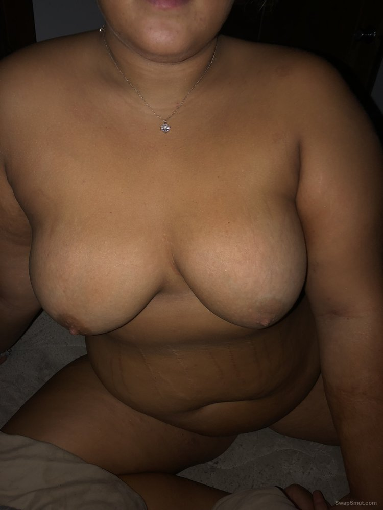 Gorgeous wife posing nude and showing it all