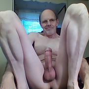 I'm a horny daddy with a rock hard cock