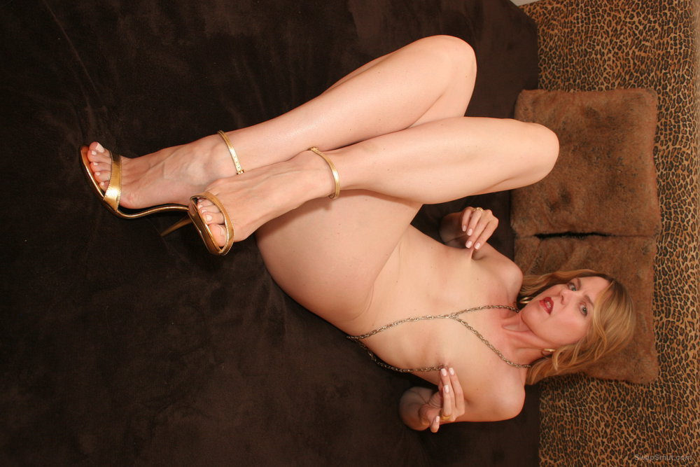 Nicole gets naked in gold heels posing for very sexy nude amateur pics