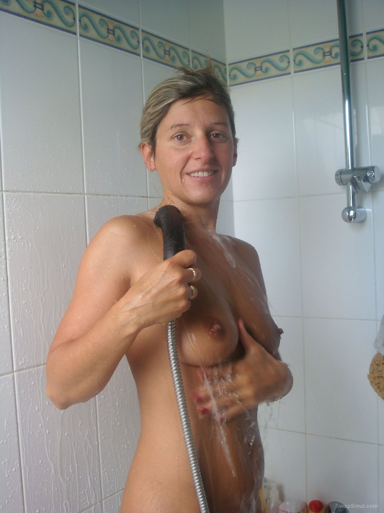 Washing her sexy body and having sex in the garden