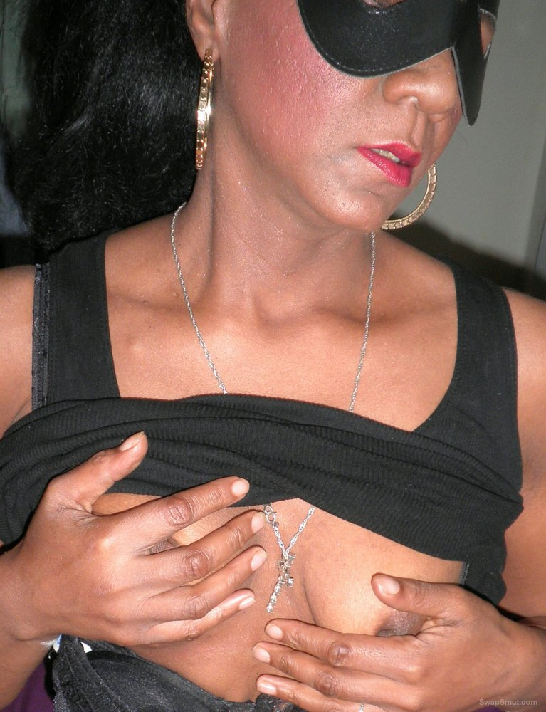 A sexy mature coloured MILF with a very wet pussy