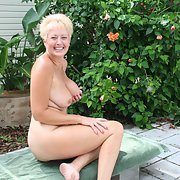 Sexy wife TRACY for the USA show off her hot bodY