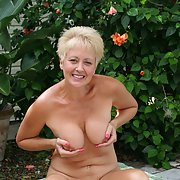 Sexy wife TRACY for the USA show off her hot bod