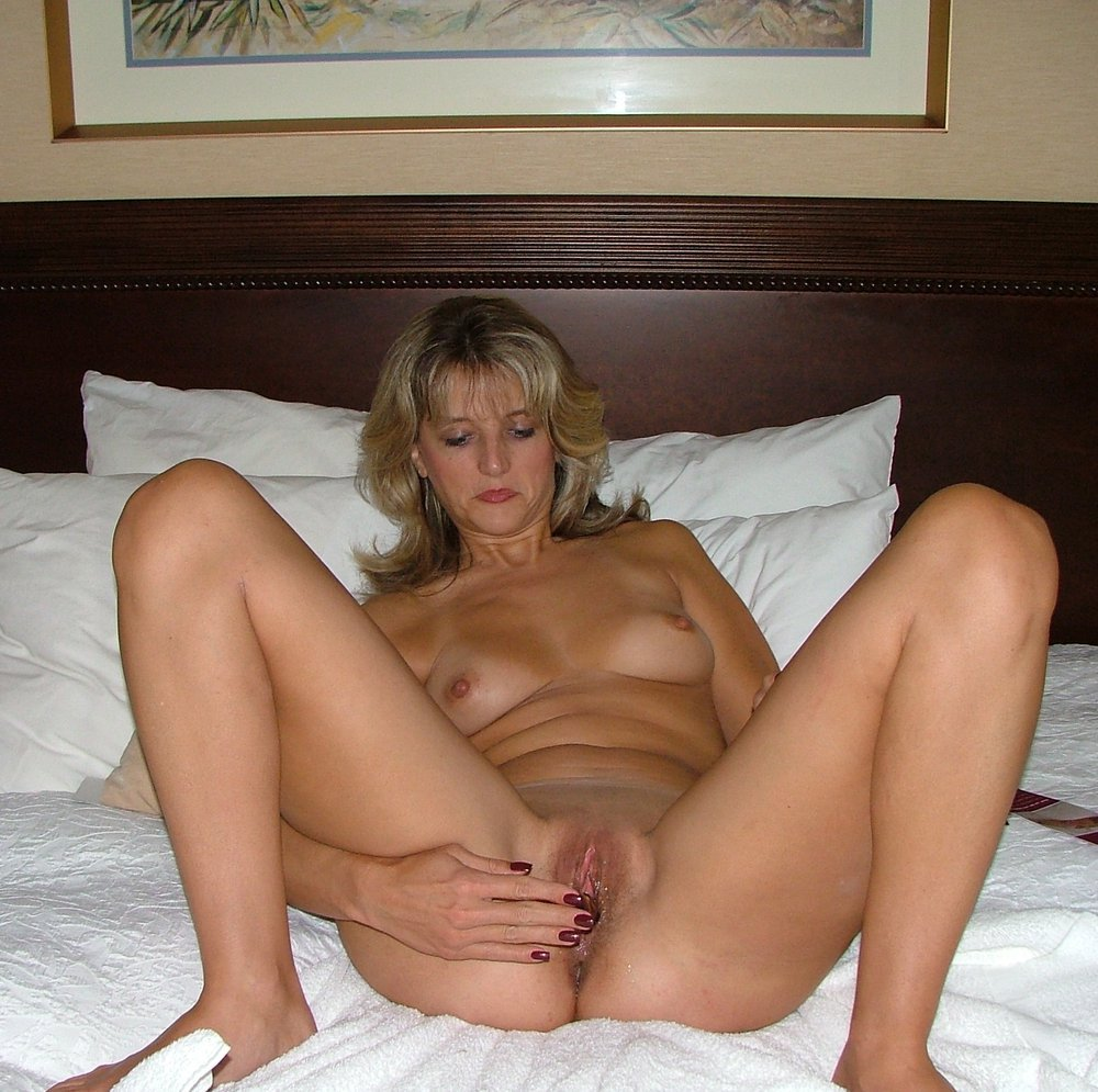 Sexy milf with a nice hot body teasing me and you in bedroom