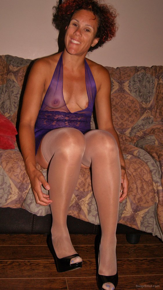 Amateur pictures feeling sexy on the sofa please enjoy , tribute and vote