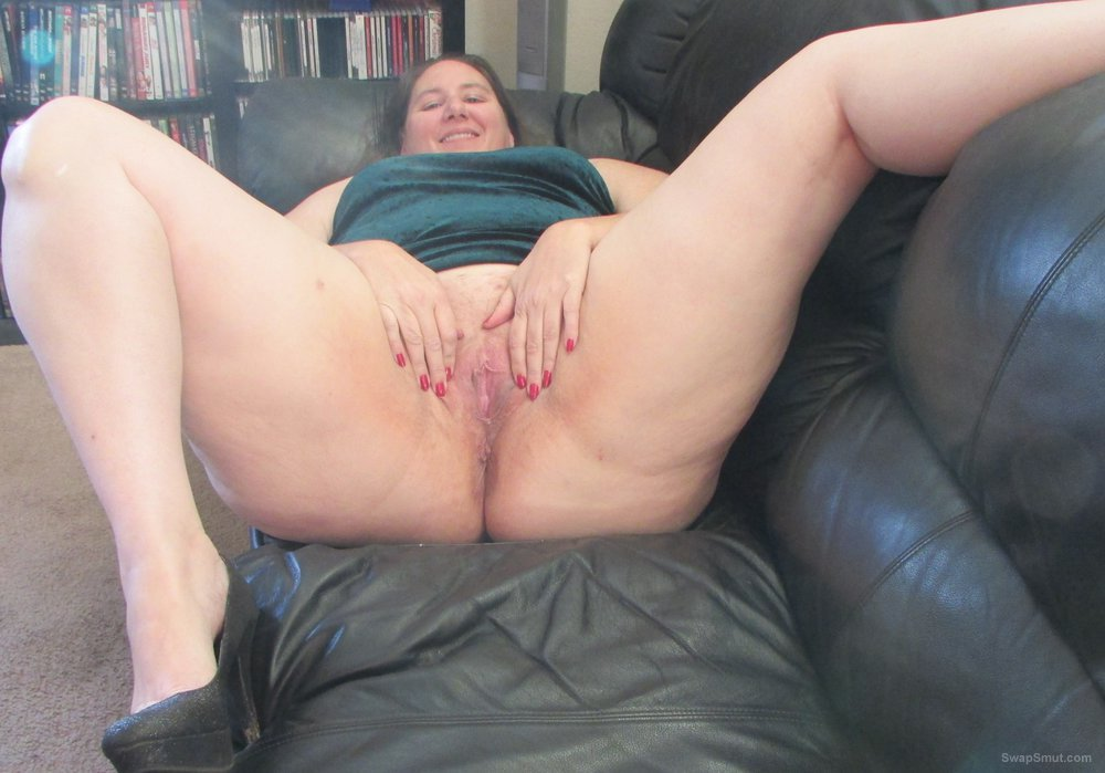I love showing my pussy and legs off