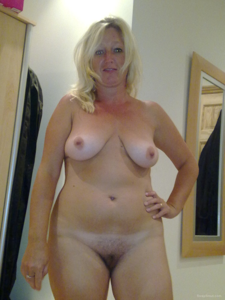 Apologise, blonde wife posing nude pity, that