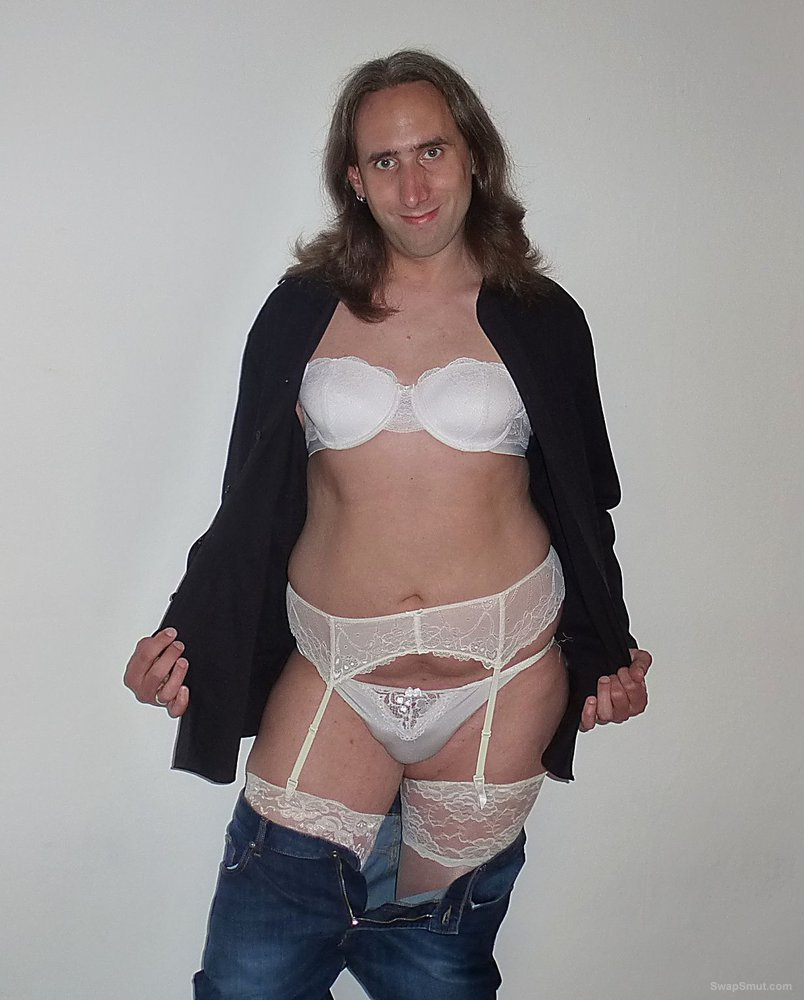 I love to wear sexy female lingerie, I feeling so cute in there
