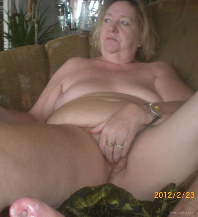 A horny bbw gilf from NORWAY show off her mature body