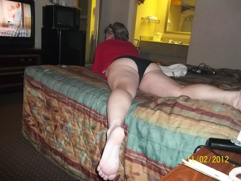 Hot milf shows her sweet ass that I love to fuck