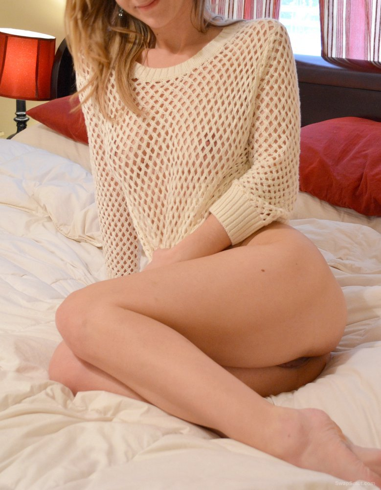 Amazing blonde spreads her beautiful body part II