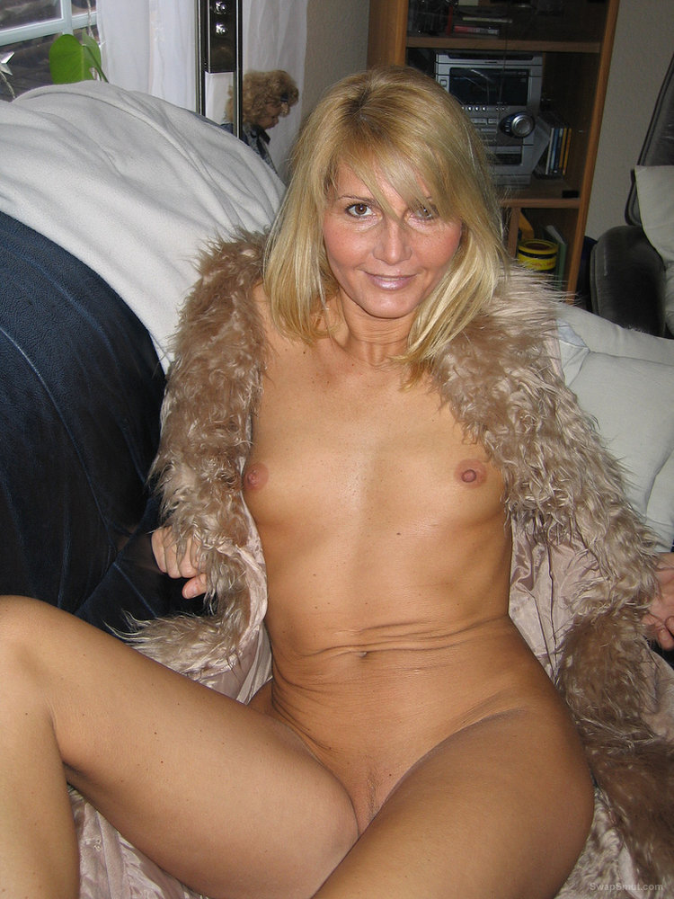 Mature hairy buttfuck