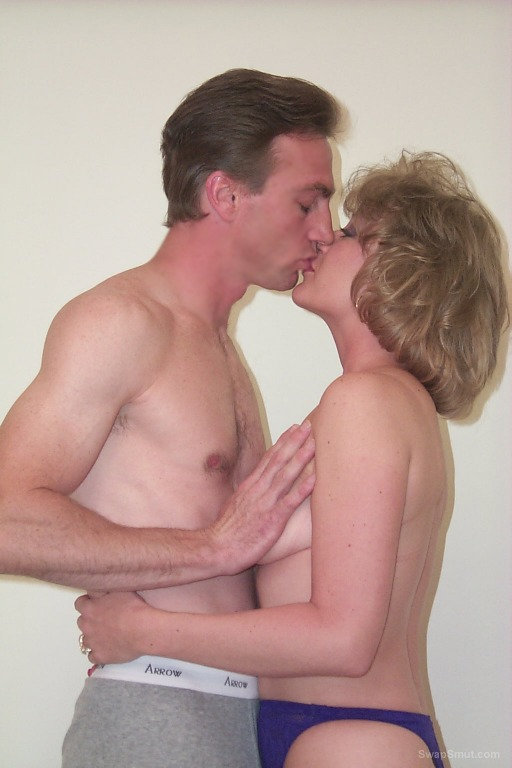 A Wife Enjoys a Good Afternoon of Passion With Her Husbands Bud