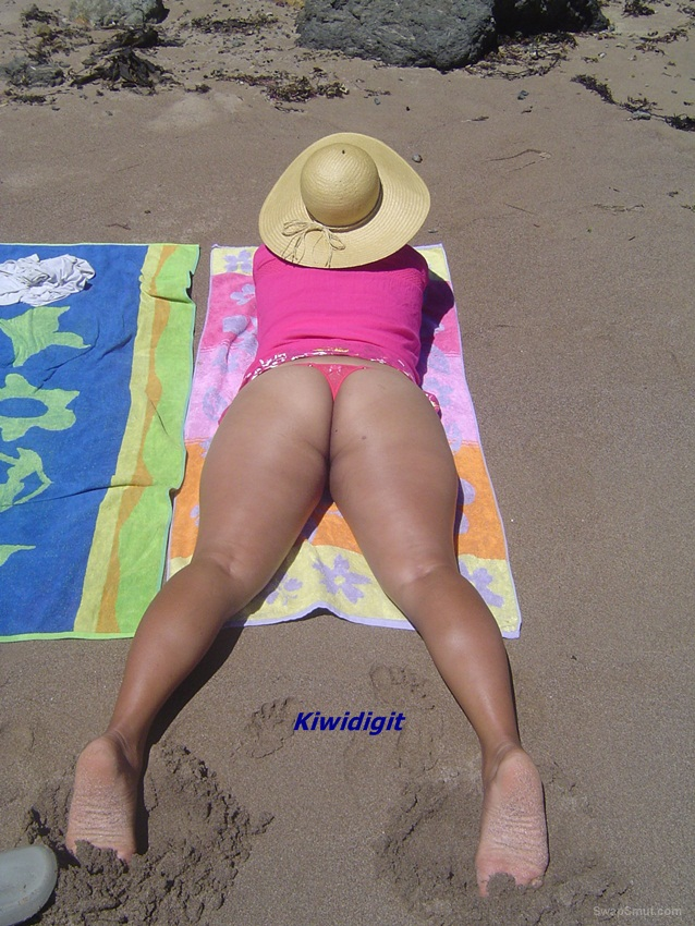 Kiwi wife pics on a beach catching some rays and oral sex
