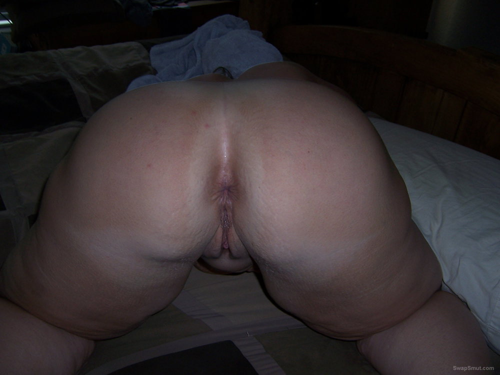 Horny wife looking for large cocks to double penetrate her