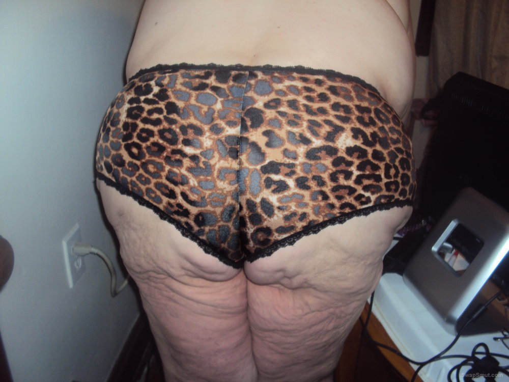 new bbw pics showing off animal print panties
