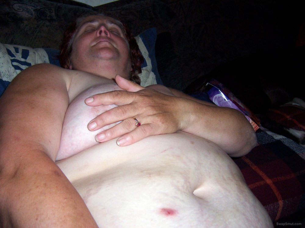 Ich zeig Euch meine Brüste die ich gern hart behandeln lasse
