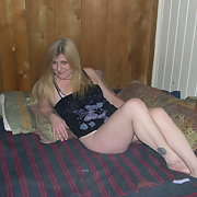 MIlf Mom strips 1