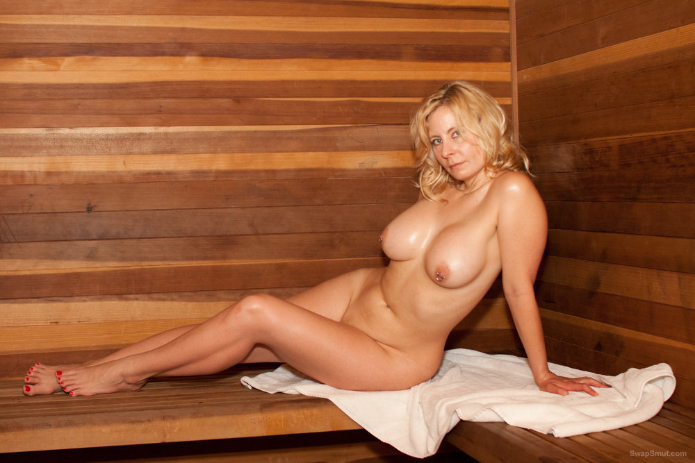 Marilyn Snow nude sexy big tit photos and masturbating