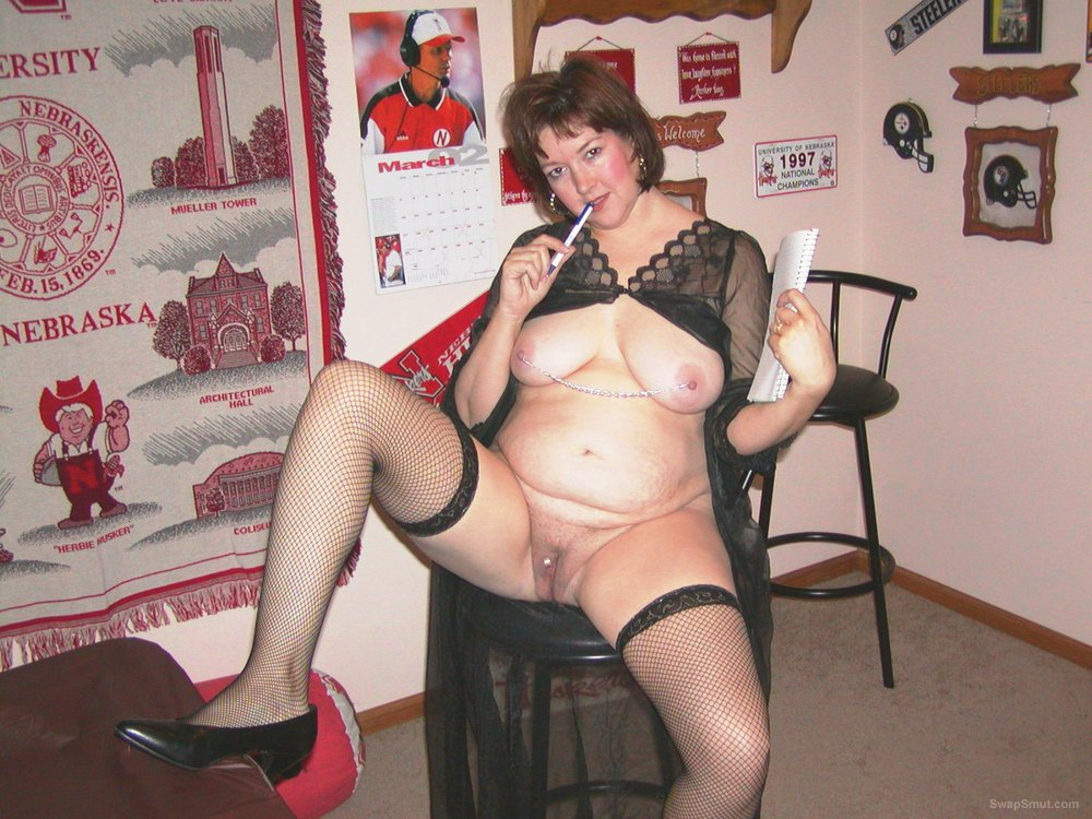 Sexy mature milf posing for a special layout