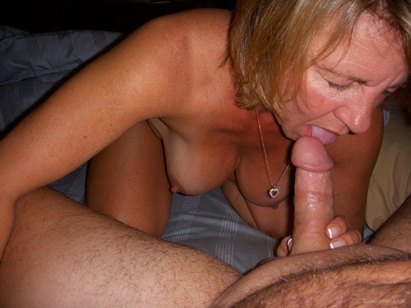 Perform oral sex on a woman