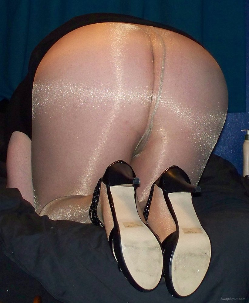 More sexy pantyhose and stockings for you cross dresser pics