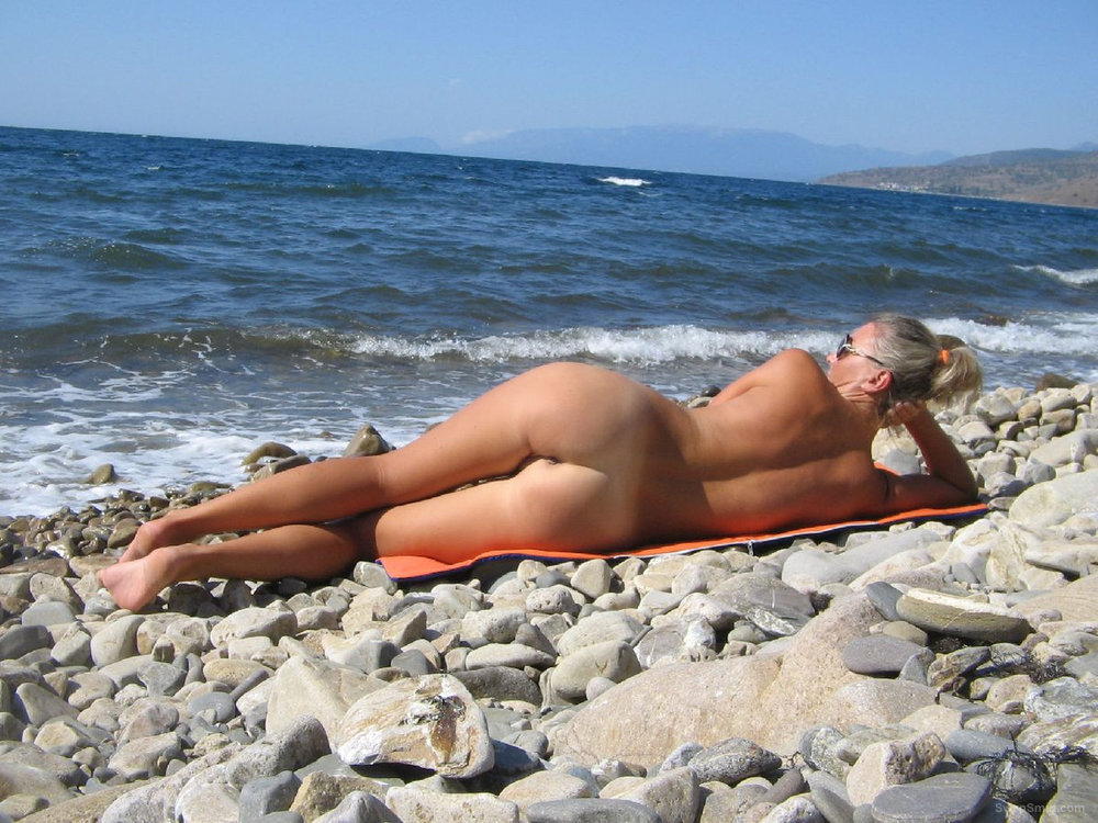Mature wife outdoor nude photos on the beach