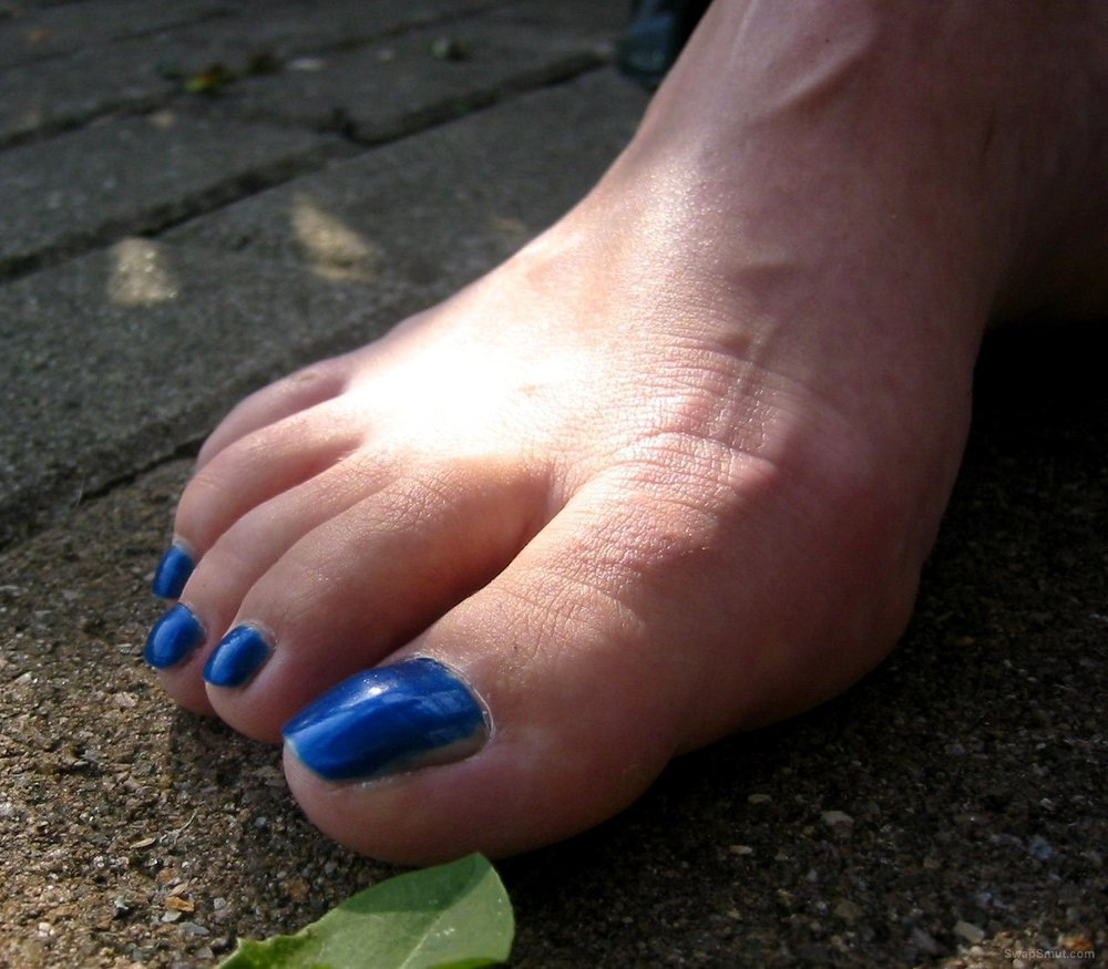 A few of my mature friend sexy toes and feet for foot fetish lovers