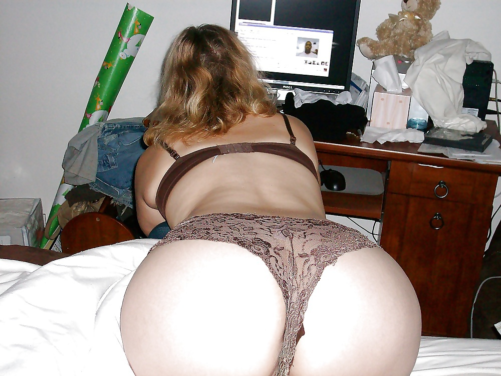 Brown Bra and Panties Posing on the Bed Riding Thick Dildo