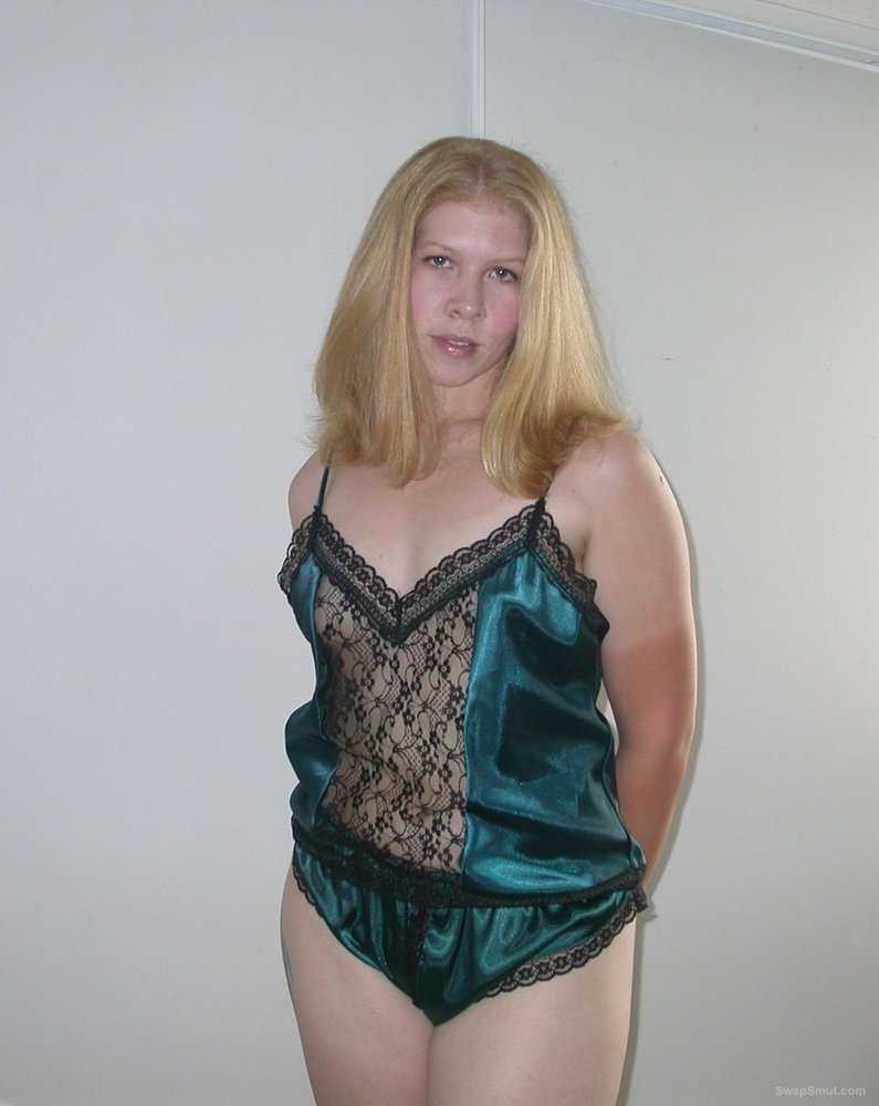 In Satin Lingerie Crotchless A Sexy Lisa Milf Green 5LjRcq34A