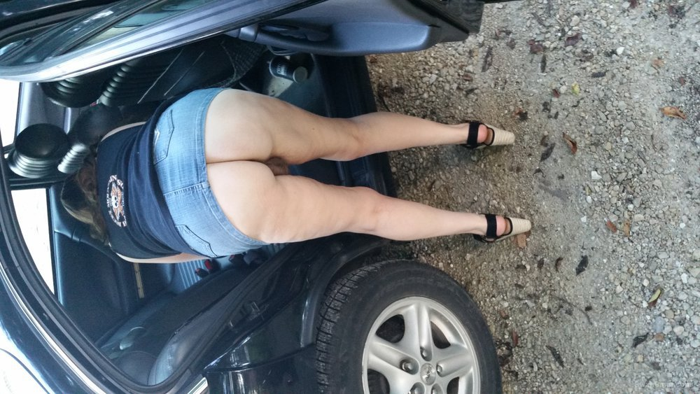 Backseat Betty lou nude outdoors, and in the backseat showing off my money makers want some