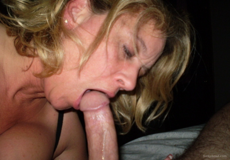 Mature blonde bitch sucking dick and posing for you, you like this mature woman