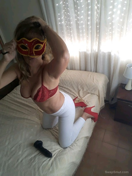 SLUT MILF WIFE POSING AND EXPOSING FOR ALL