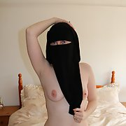 UK wife posing Fully naked in niqab