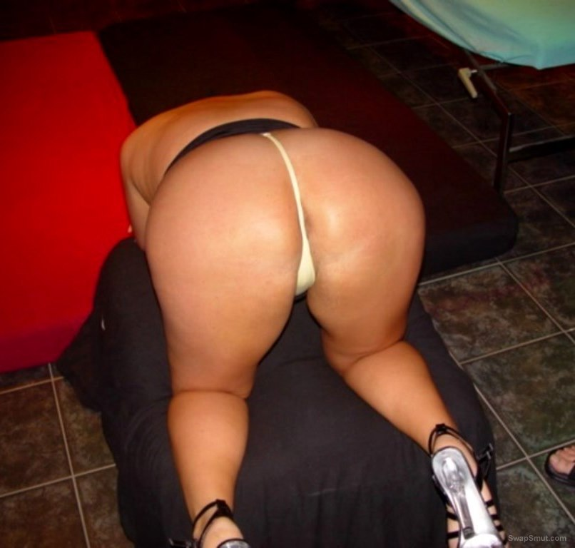 Phat ass wife posing in a swinger club about to get it