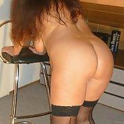 Ich die Joana bin neu hier und sehr neugierig bottom bent over