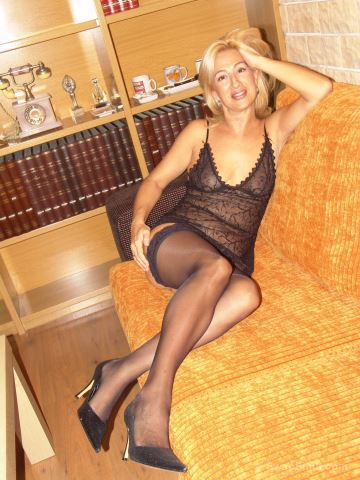 Sexy blond milf posing in her undies high heels and tights