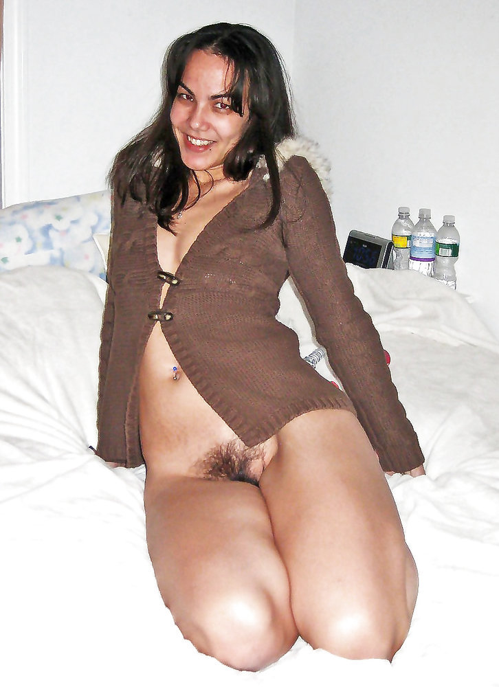 Hot wife Jessica shows off her titties