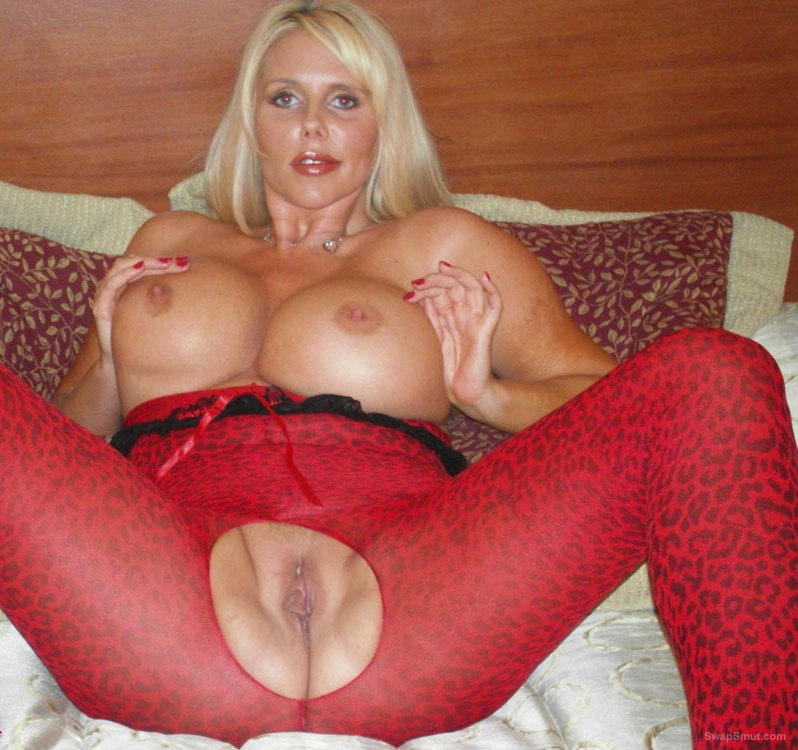 Karen the great milf very hot and sexy do you like this busty mom