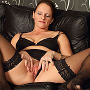 Mature whore Anna likes to strip