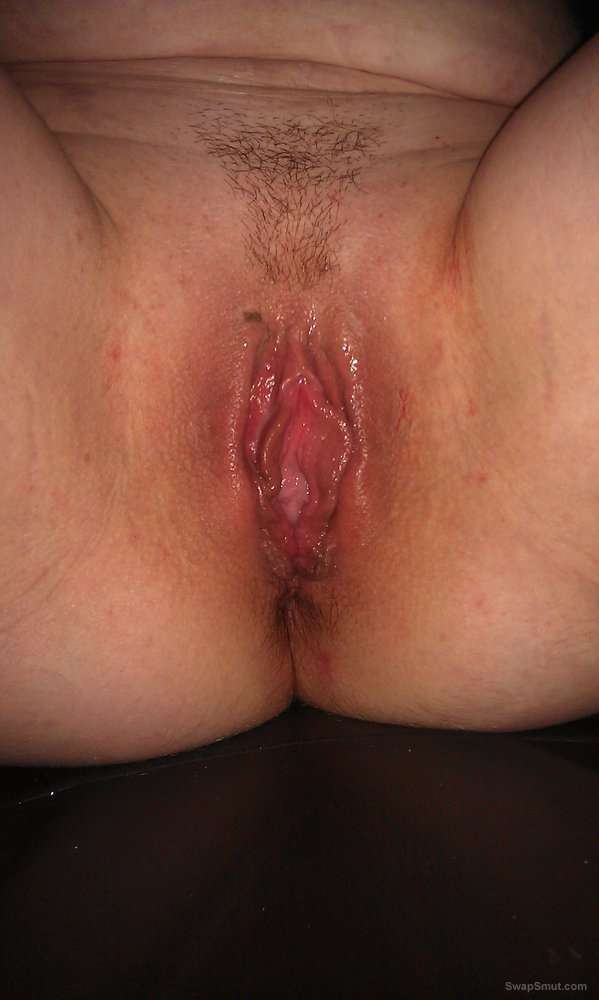 More sexy close up pictures of wifes wet fanny being touched