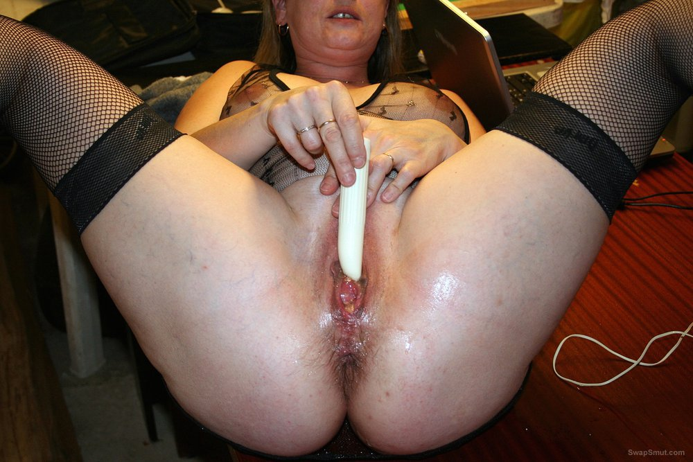 My friend Lena si masturba con i suoi giocattolini Parte 2