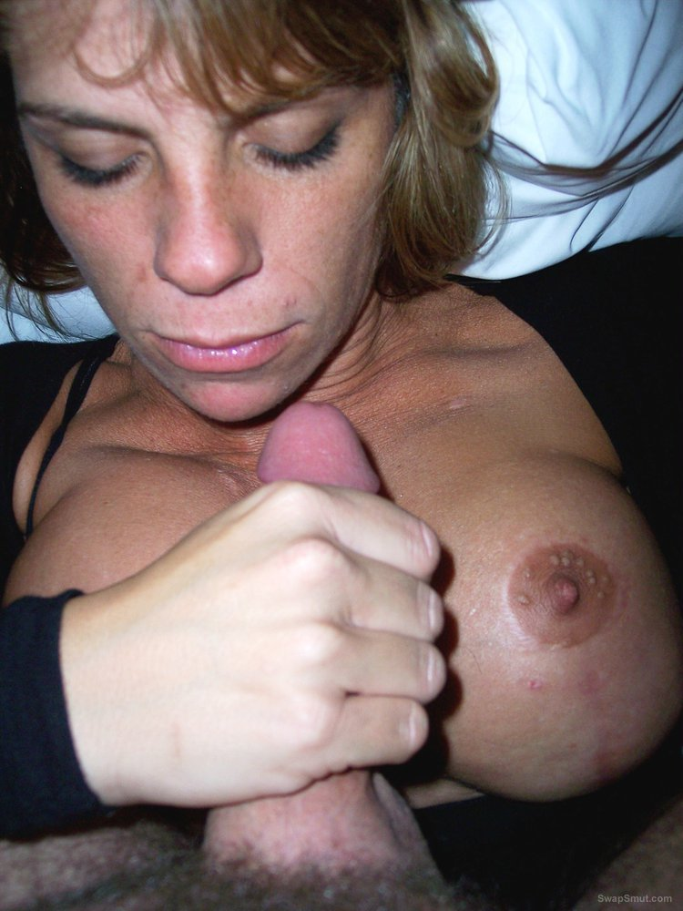 Florida Milf loves to show off and get reactions from voyeurs